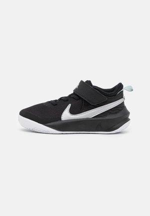 TEAM HUSTLE D 10 UNISEX - Basketball shoes - black/metallic silver/volt/white