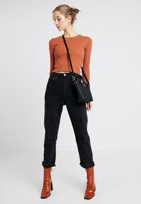Lacoste - SHOPPING CROSS BAG - Handbag - black - 1