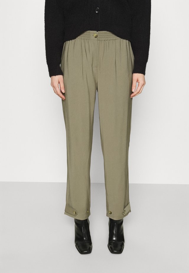 FRANCINE ANKLE PANTS - Pantalones chinos - covert green