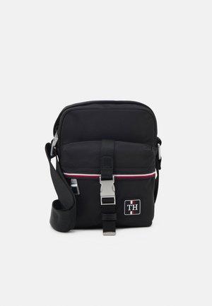 URBAN MINI REPORTER - Across body bag - black