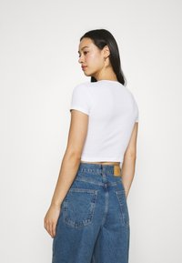 BDG Urban Outfitters - BABY TEE - Basic T-shirt - white - 2