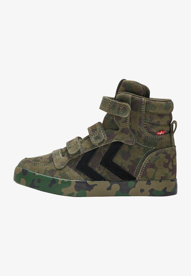 Höga sneakers - camouflage