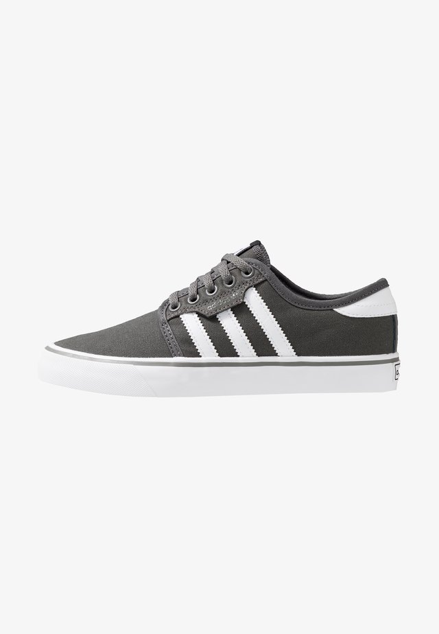 SEELEY - Skate shoes - ash/footwear white/core black
