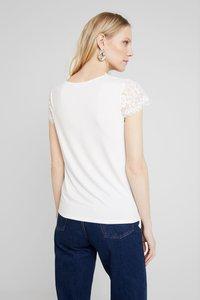 NAF NAF - HELENE - Basic T-shirt - ecru - 2