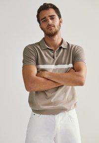 Massimo Dutti - KURZÄRMELIGER  - Polo shirt - beige - 4