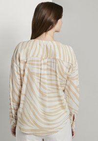 mine to five TOM TAILOR - FLIESSENDE MIT ZEBRA-MUSTERUNG - Button-down blouse - ecru zebra design - 2