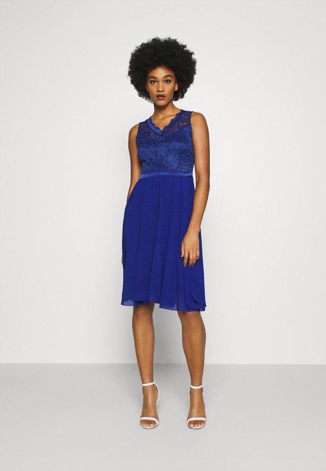 SKYLAR DRESS - Společenské šaty - electric blue