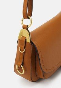 Coccinelle - FAUVE SHOULDER BAG - Across body bag - caramel - 4
