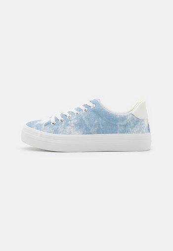 VIOLETT - Sneakers basse - light blue