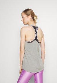 Nike Performance - DRY ELASTIKA TANK - Treningsskjorter - smoke grey - 2
