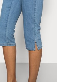 Kaffe - VICKY CAPRI JEANS - Denim shorts - light blue washed denim - 4