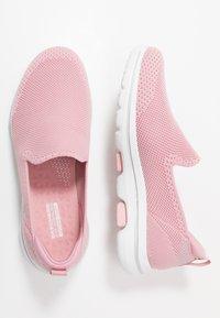 Skechers Performance - GO WALK 5 - Sportieve wandelschoenen - light pink - 1