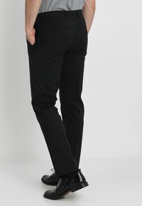 Calvin Klein Tailored - WOOL NATURAL STRETCH FITTED SUIT - Suit - perfect black - 5