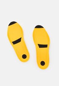 Salewa - MS WILDFIRE EDGE GTX - Hiking shoes - black - 5