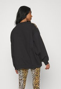 adidas Originals - LEOPARD CREW - Sweatshirt - black - 2