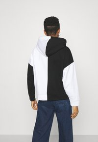 Karl Kani - SIGNATURE BLOCK HOODIE - Sweatshirt - black - 2