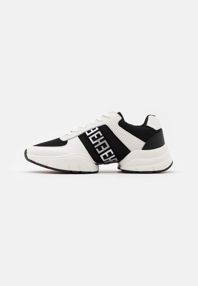SPLIT RUNNER MONO - Matalavartiset tennarit - white/black