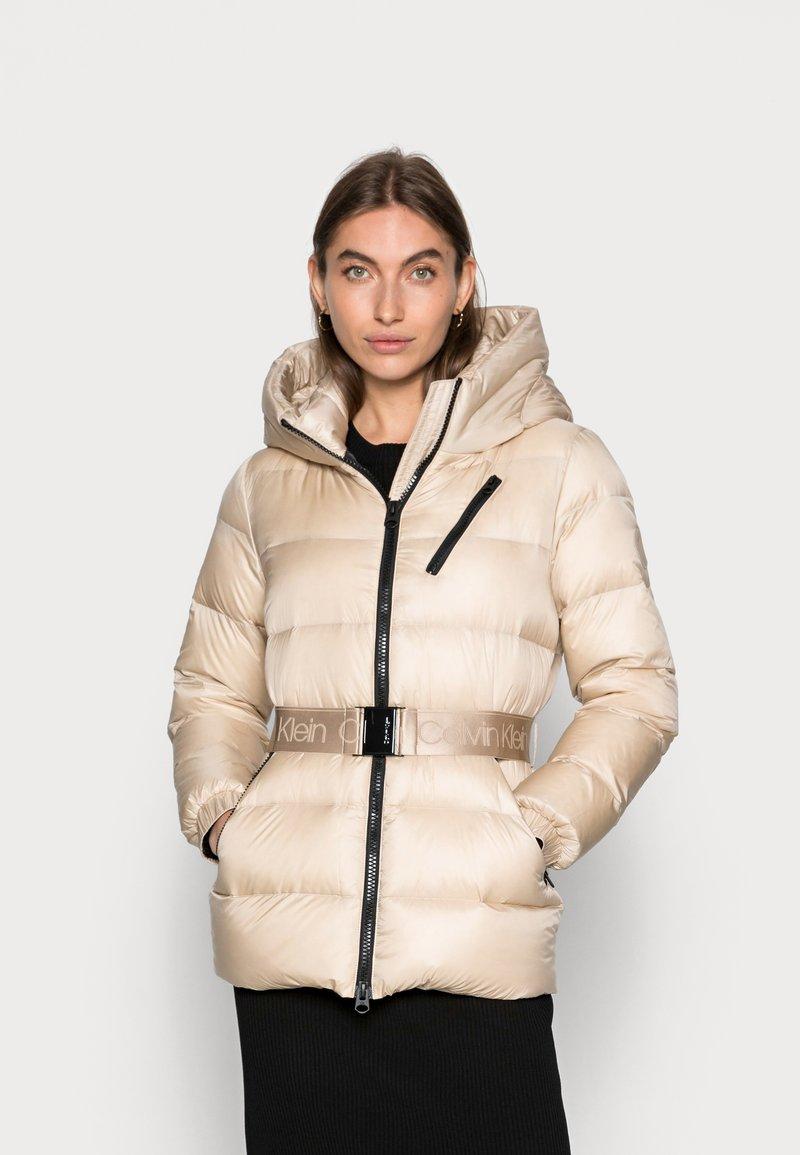 Calvin Klein - BELTED DOWN JACKET - Down jacket - grey