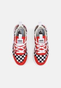 Vans - ULTRARANGE RAPIDWELD UNISEX - Sneakers laag - high risk red/true white - 3