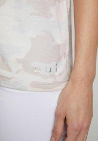 Oui - Print T-shirt - white black - 3