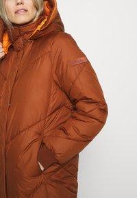 TOM TAILOR DENIM - REVERSIBLE MAXI PUFFER COAT - Zimní kabát - burnt hazelnut brown - 8