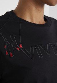 Vivetta - T-shirt con stampa - black - 5