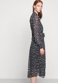 Bruuns Bazaar - HAZE MIRRAH DRESS - Košilové šaty - night sky - 4