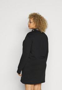 Calvin Klein Jeans Plus - LOGO TRIM - Vestito estivo - black - 2