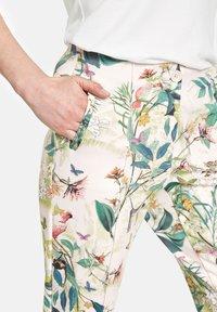 Gerry Weber - Trousers - off white ligh lime aloe druck - 3