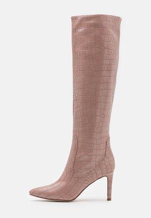 TRIBUTE - Laarzen met hoge hak - pink