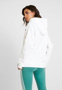 adidas Originals - R.Y.V. LOGO HODDIE SWEAT - Hættetrøjer - white - 2