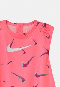 Nike Sportswear - PRINTED SET - Jersey dress - sunset pulse - 3