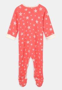 Petit Bateau - DORS BIEN ZIP UNISEX - Sleep suit - peachy/marshmallow - 1