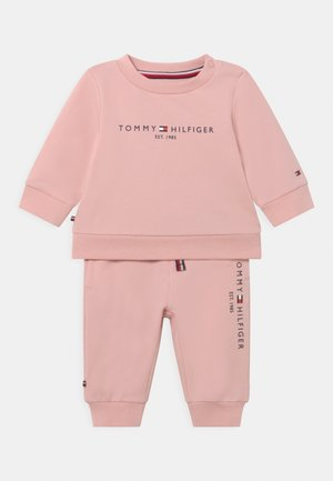 BABY ESSENTIAL CREWSUIT SET UNISEX - Survêtement - pink