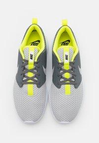 Nike Golf - ROSHE G - Golfové boty - smoke grey/grey fog/white/lemon - 3