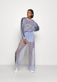 adidas Originals - SPORTS INSPIRED JOGGER PANTS - Teplákové kalhoty - chalk blue - 1