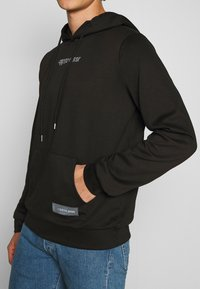 Sixth June - HARDROCK HOODIE - Bluza z kapturem - black