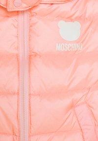 MOSCHINO - PADDED JACKET UNISEX - Bunda zprachového peří - sugar rose - 3
