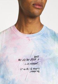 The Couture Club - TIE DYE SIGNATURE SEASON CUT OFF - Toppi - multi-coloured - 6
