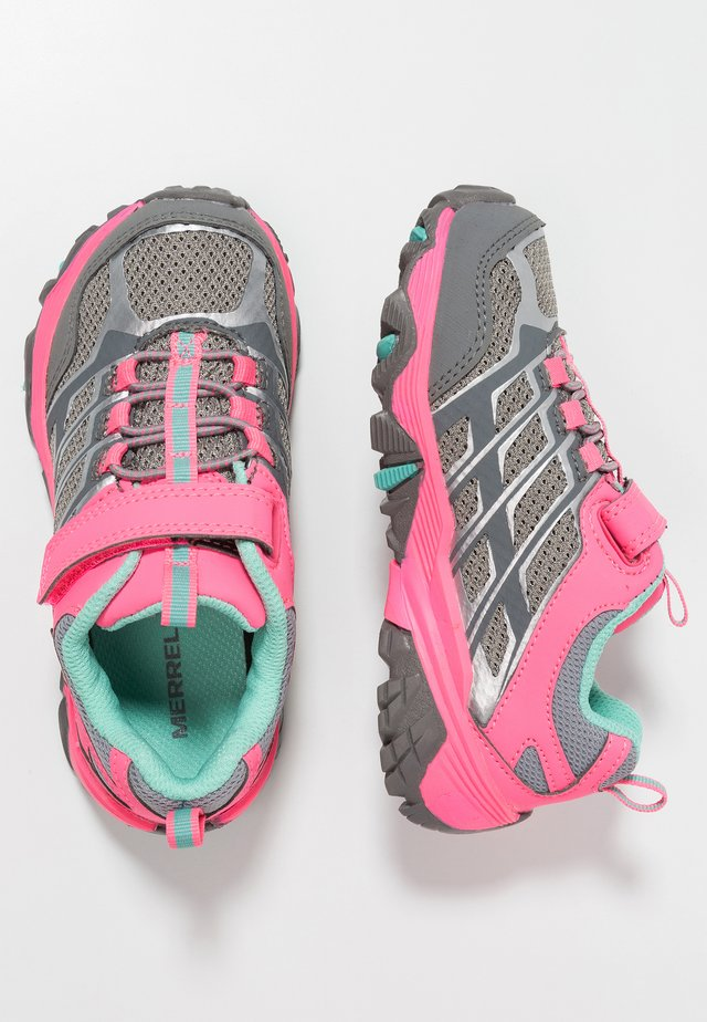 M-MOAB FST LOW A/C WTRPF - Hiking shoes - grey/coral