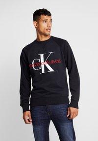 Calvin Klein Jeans - RELAXED MONOGRAM - Sweatshirt - black - 0