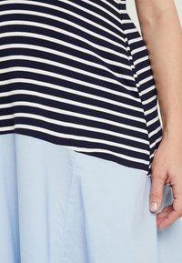 Attesa Maternity - RIGHE+COTONE - Sukienka z dżerseju - light blue - 6
