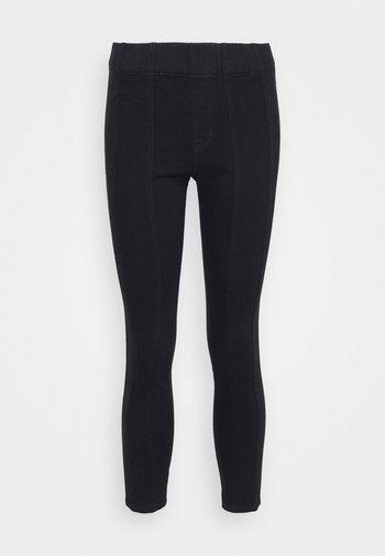DELLAH - Slim fit jeans - magna