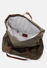 Pier One - UNISEX - Weekend bag - olive - 2