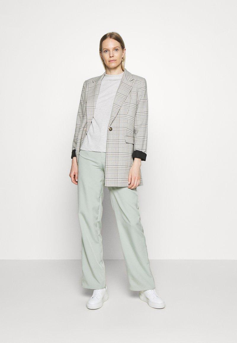 Trendyol - 2 PACK - Basic T-shirt - gray