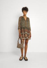 Vero Moda - VMBOHEMEA SHORT DRESS - Sukienka letnia - ivy green/bohemea - 1