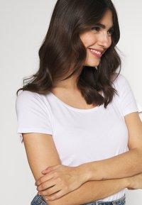 Anna Field - 2ER PACK  - Basic T-shirt - navy/white - 4