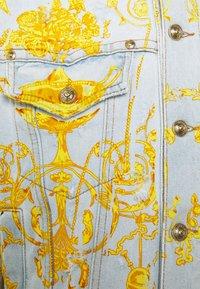 Versace Jeans Couture - COLUMBUS  - Džínová bunda - light blue - 6