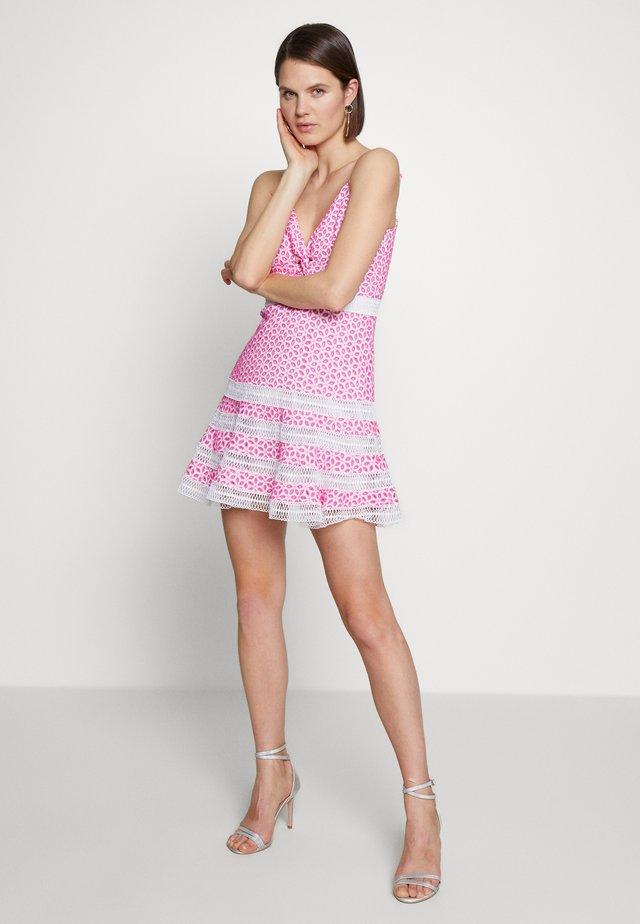 CAMILLE DRESS - Kjole - shock pink