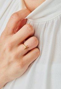 Design Letters - RING V - Ring - gold - 0